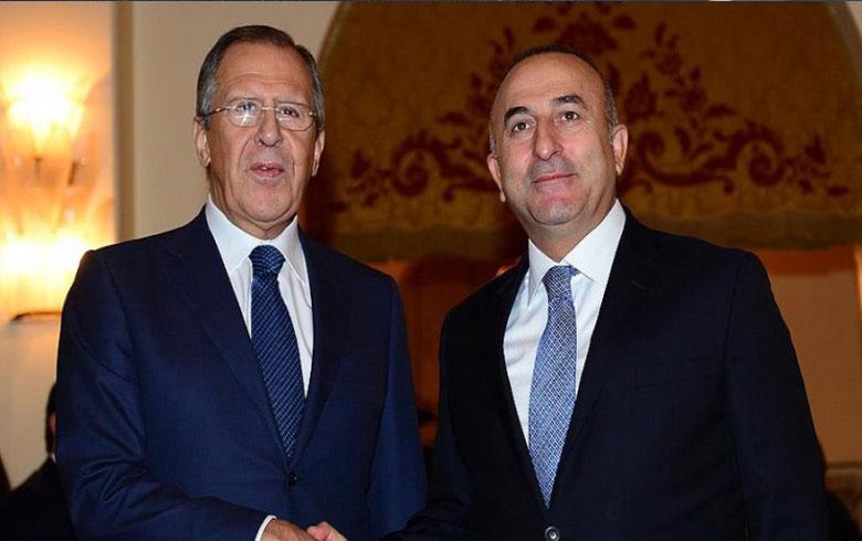أوغلو ولافروف يبحثان التطورات في إدلب