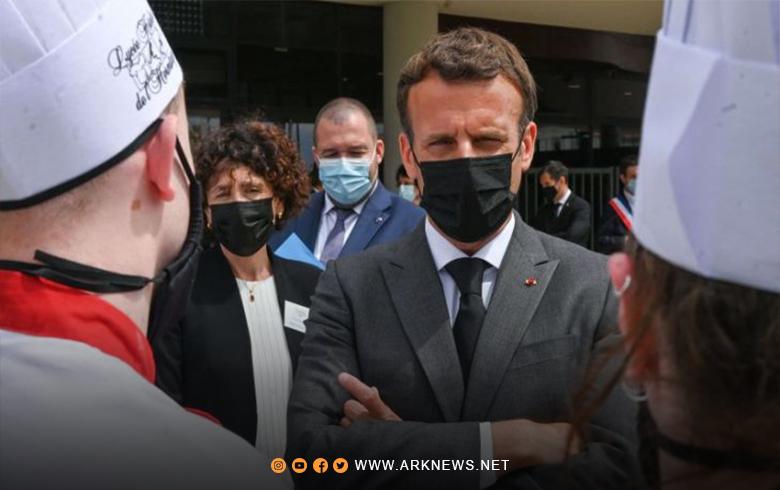رجل يصفع ماكرون على الوجه أثناء جولة في فرنسا