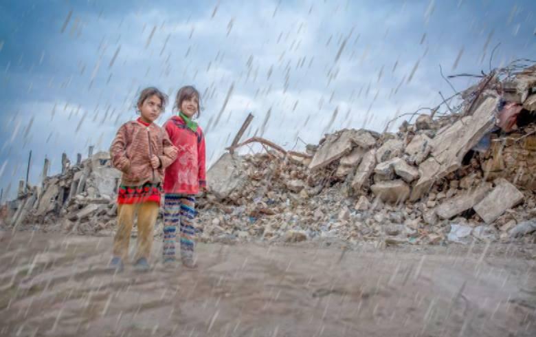 الخطر يتهدّد حياة الأطفال وسط القتال العنيف والفيضانات في شمال غرب سوريا