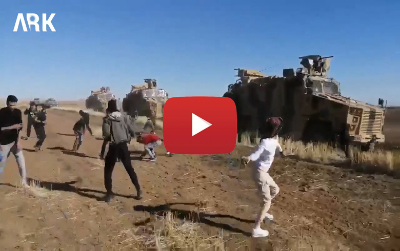 Video: The people of Derik area are raining the Russian-Turkish patrol with stones and shoes
