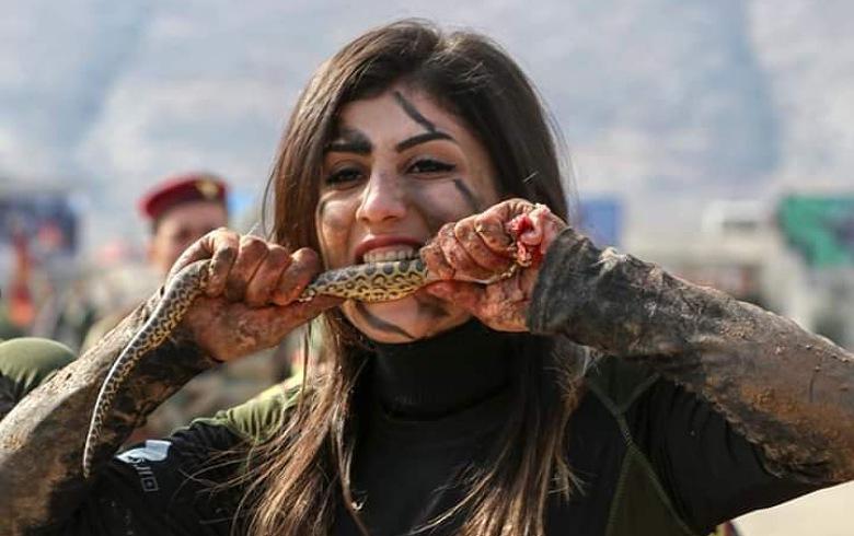 صور... مقاتلات البيشمركة يثبتن أنهن لا يقلن عن الرجال قوة وعنفوانا