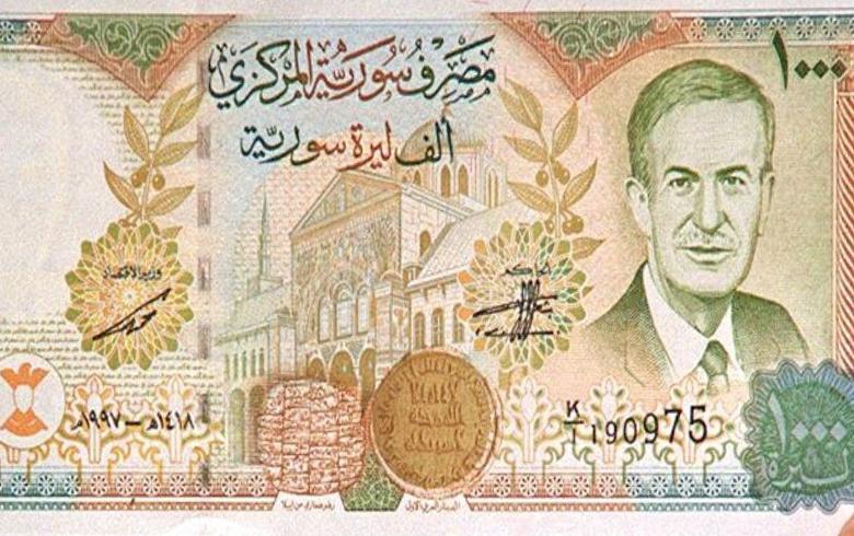 الليرة السورية تقترب من 700 مقابل الدولار
