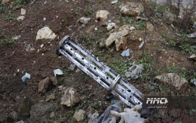 مخلفات حاضنة عنقودية قصفتها قوات النظام السوري على مدينة معرة النعمان بريف إدلب، في 16 شباط