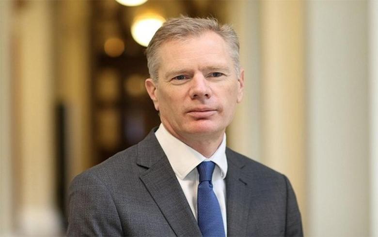 السفير البريطاني لدى طهران ينفي مشاركته في