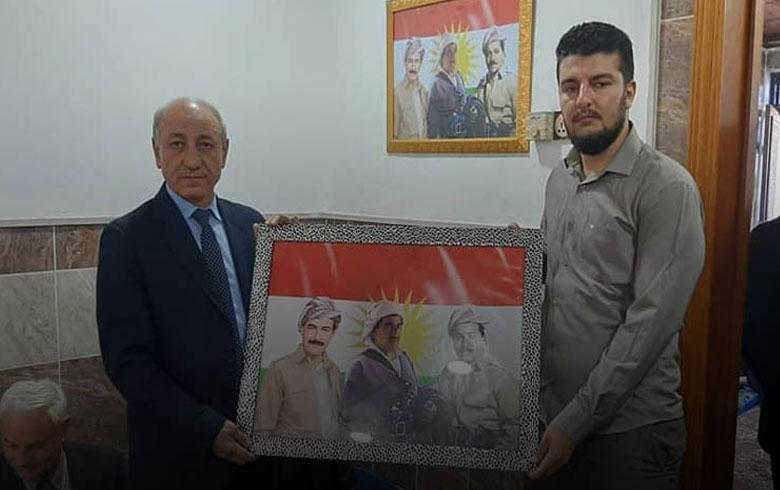 وفد من منظمات (دوميز - دهوك) للـ PDK-S ومؤسسة عوائل شهداء كوردستان سوريا يزور منزل الشهيد برهك