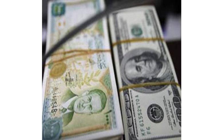 سعر صرف الليرة في سوريا مقابل الدولار يتخطى 560