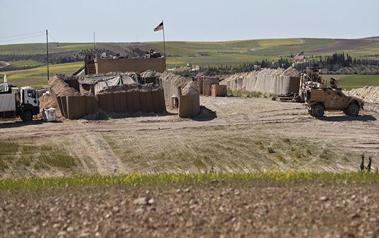 القوات الأمریكیة تبني قاعدة جديدة في مدينة تربه سبي
