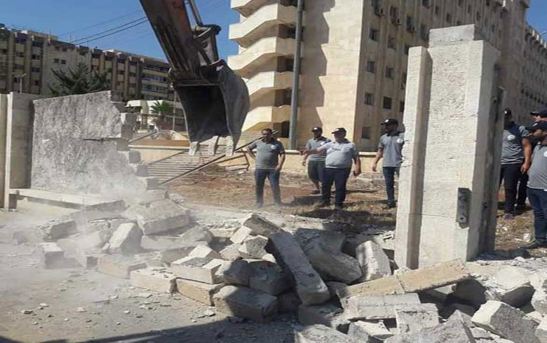 The regime demolishes houses in Aleppo to complete private construction projects for