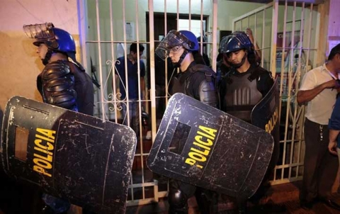 عبر نفق حفروه.. فرار 75 سجيناً خطيراً في باراغواي