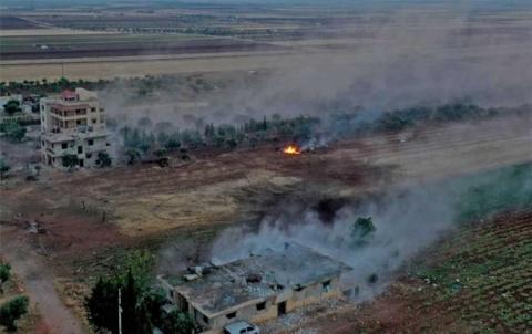 Rêjîma Sûriyê gundewarên Idlibê topbaran kirin