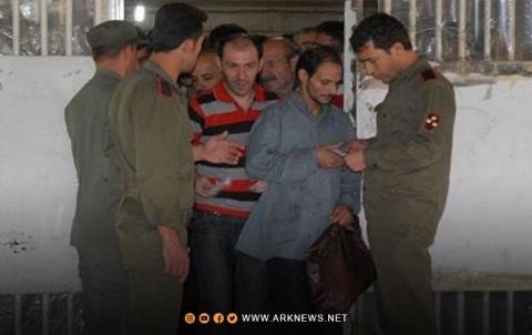 أجهزة النظام الأمنية تبتز أهالي المعتقلين لتحصّل الأموال