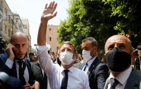 لبنانيون يطالبون بعودة الانتداب الفرنسي أثناء زيارة ماكرون لبيروت
