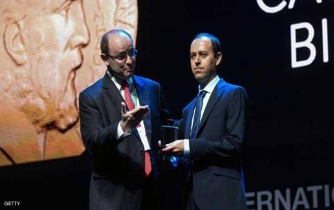 مجهولون يسرقون جائزة العالم الكوردي