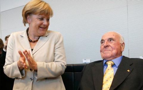ميركل وزيهوفر يعلنان التوصل إلى اتفاق بشأن اللجوء