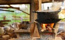 الطهي على الحطب يعرض حياة الإنسان لمخاطر جمة